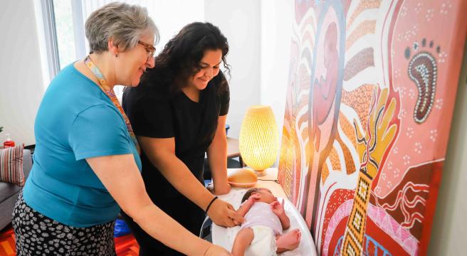 Maternity Hubs_midwife and mum at Jajumbora